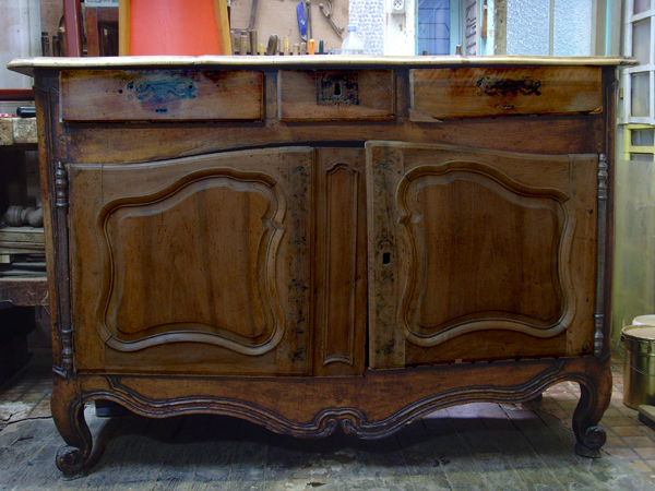 Avant restauration. Buffet Louis XV